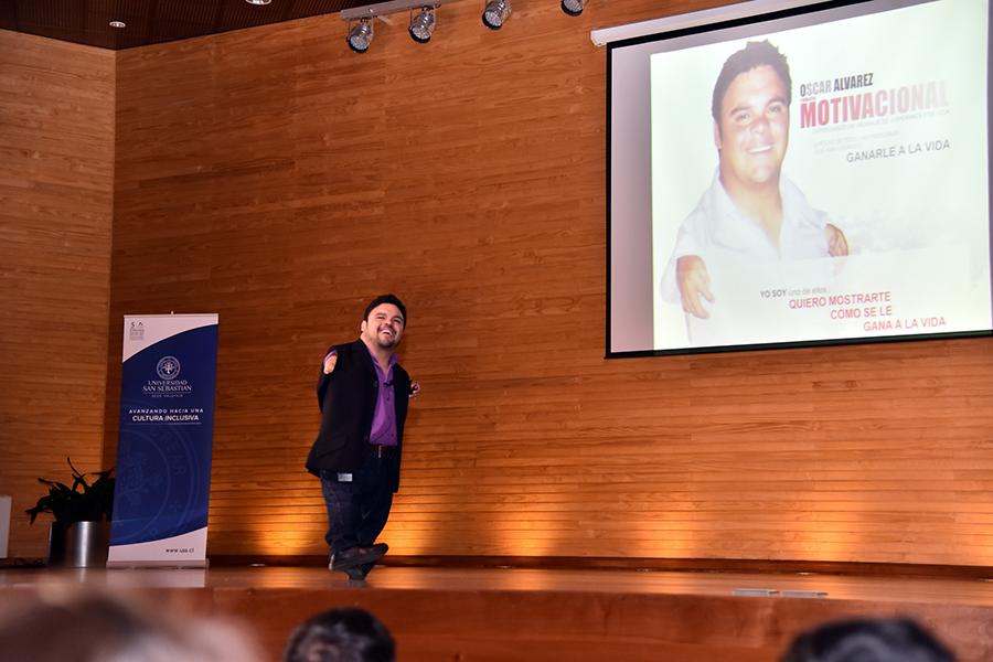 Oscarito Conversó Con Estudiantes Sobre Cómo Ganarle A La