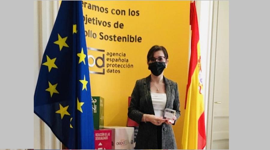 Egresada de Derecho recibió premio internacional sobre protección de datos