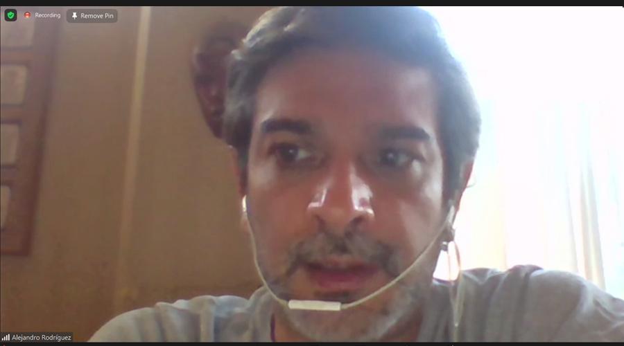 Mascarilla-y-escudo-facial-afectan-salud-de-la-voz-1