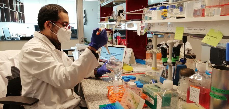 Estudiante de doctorado USS presenta en curso de Instituto Curie