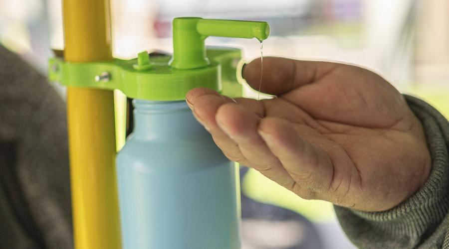 Innovador dispensador de alcohol gel para taxibuses fue diseñado en USS Concepción