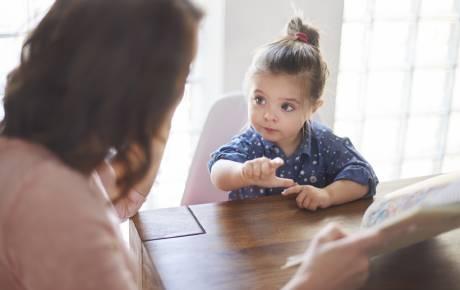 Retraso en el desarrollo del lenguaje de niños y niñas