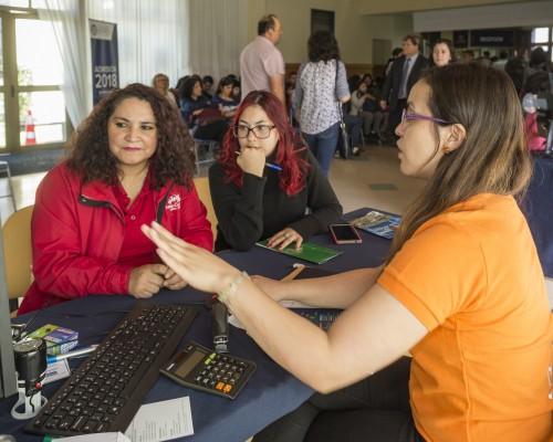 Las familias acompañaron a los nuevos estudiantes a concretar la matrícula en una de las carreras que imparte la Universidad en su Sede De la Patagonia.