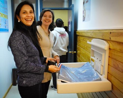La nueva sala de Lactancia Materna se encuentra a un costado de la sala de Primeros Auxilios y podrá ser utilizada por madres estudiantes y funcionarias que necesiten amamantar a sus hijos en un lugar tranquilo y cómodo.