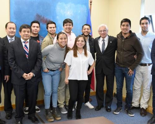 Autoridades USS junto a los estudiantes de intercambio, provenientes de México, España y Guatemala.