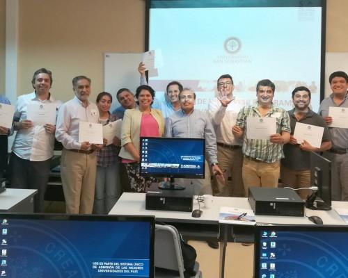 Académicos participantes recibieron diplomas una vez finalizado el taller.