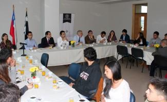 Hugo Lavados Montes, y autoridades de la USS Concepción, compartieron con alumnos de la sede.