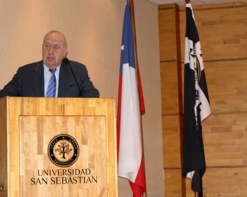 Luis Bates, director del Centro de Educación Ciudadana de la Facultad de Derecho y Ciencias Sociales de la U. San Sebastián.