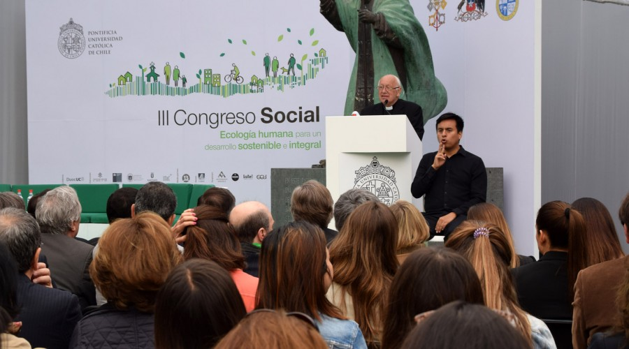 Monseñor Ricardo Ezzati, arzobispo metropolitano de Santiago, encabezó el congreso.