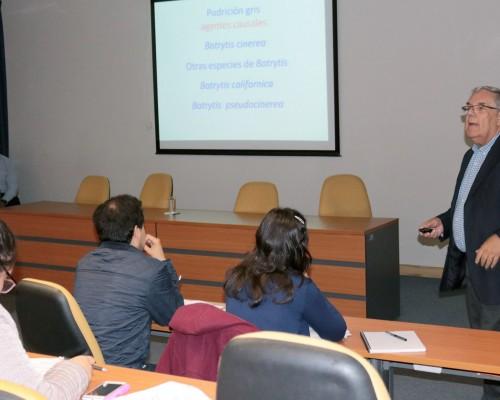 Doctor Bernardo Latorre, profesor titular de la Facultad de Agronomía e Ingeniería Forestal de la PUC.