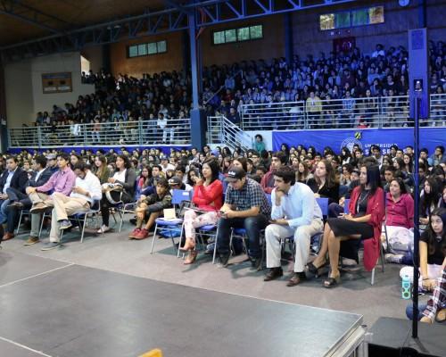 Estudiantes de primer año se dieron cita en el gimnasio de  la sede Concepción.