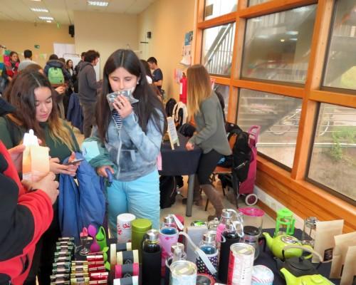 En la feria también participaron emprendedores de productos saludables.