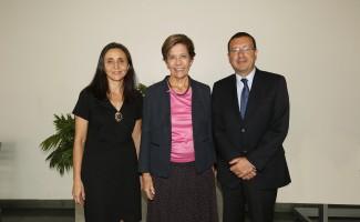 Erika Castillo, directora General de Pregrado USS; Beatrice Ávalos, Premio Nacional de Educación, y  Rodrigo Fuentealba, decano Facultad Ciencias de la Educación USS
