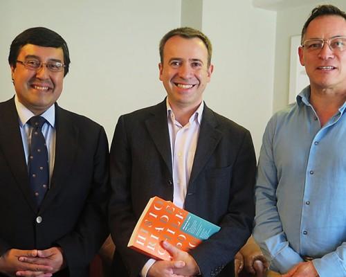 Los historiadores Alejandro San Francisco, Carlos Sanz y  Cristián Medina.