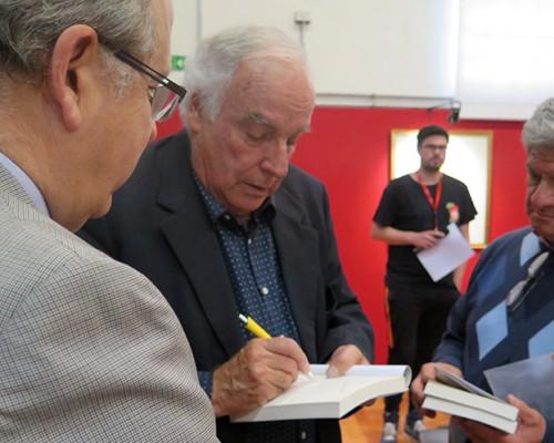 Willy Bascuñán firmó ejemplares de su libro autobiográfico.
