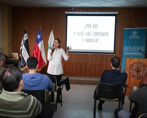 La periodista Carla Arellano fue la encargada de dictar la conferencia Emprender es Crecer.