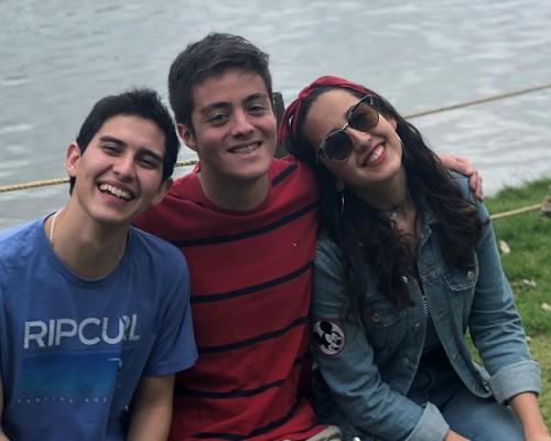 Los estudiantes Natalia Palma Jofré, de Derecho; Marco Martínez Sandoval, de Tecnología Médica y Benjamín Loyola Espinoza, de Ingeniería Civil Industrial.