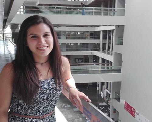 Daniela Jiménez, cursa 5to año de Odontología en la sede Bellavista