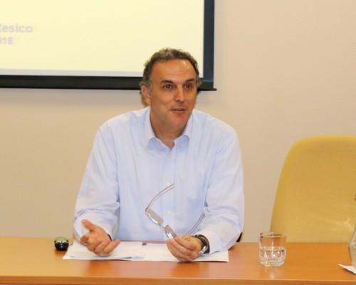 Doctor Marcelo Resico realizó conferencia para EL e ICOM de la USS Concepción.