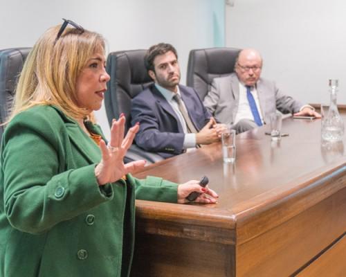 Analizan situación de Venezuela en USS Concepción