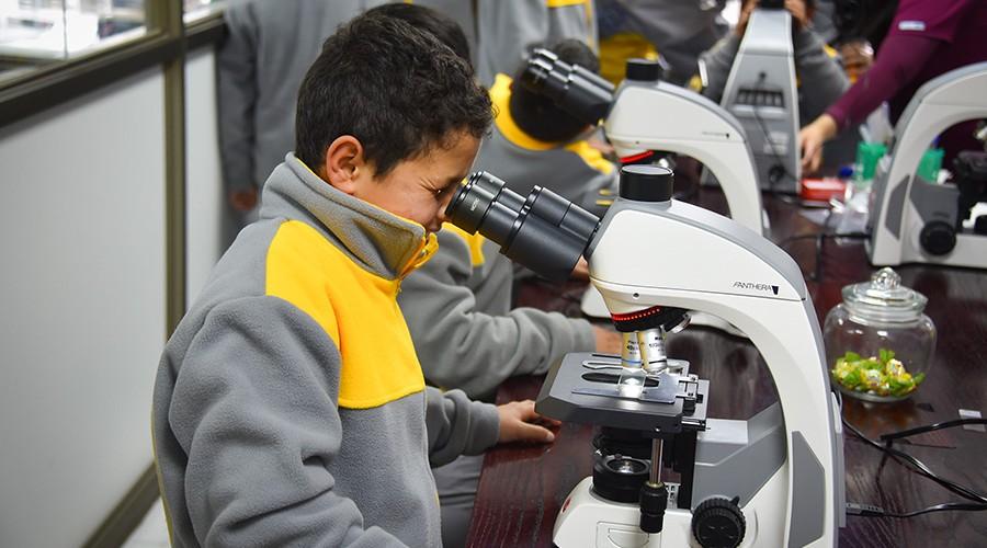 Escolares de Frutillar visitaron Laboratorio de Biotecnología USS