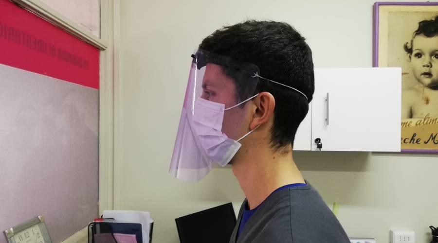 Escudos faciales: USS protege a personal médico del sur de Chile