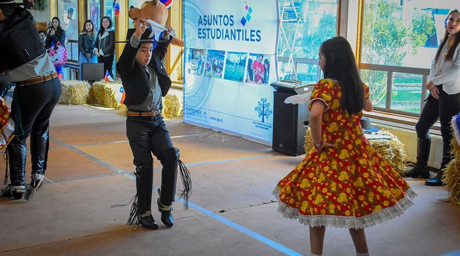 Tradicional esquinazo abrió festejos patrios en USS De la Patagonia