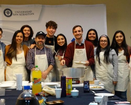Alumnos USS cocinaron con autoridad académica