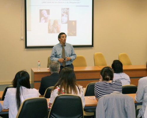 El doctor Eugenio Yáñez analizó la política en el ciclo de Humanismo Cristiano.