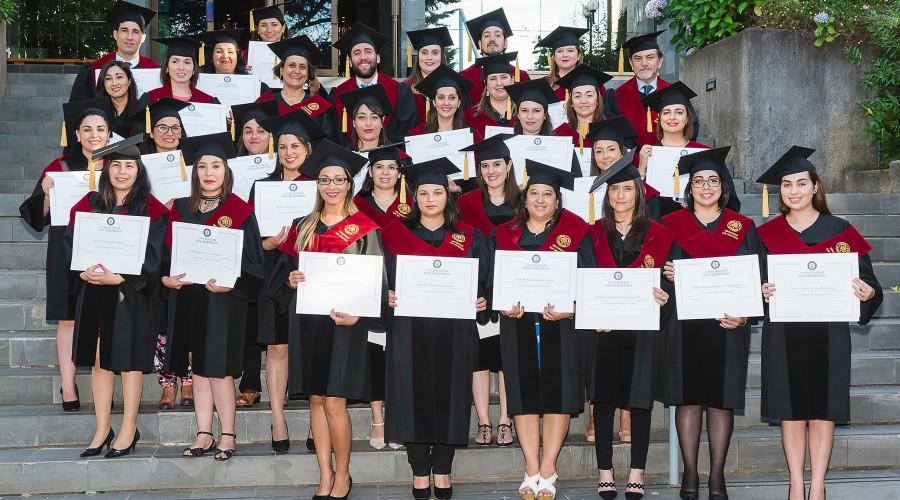 Titulados de Magíster en Educación Universitaria para Ciencias de la Salud y Licenciatura en Trabajo Social.