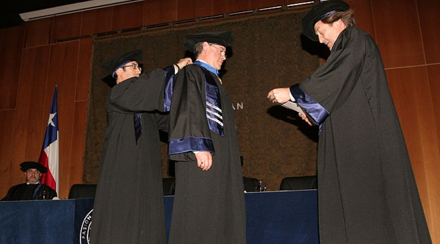 Mariano Sanz Alonso, Doctor Honoris Causa 2010.