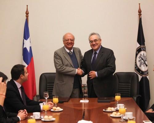 El convenio fue firmado por Hugo Lavados Montes, rector de la Universidad San Sebastián y Jose Antonio Viera-Gallo, presidente de Chile Transparente.