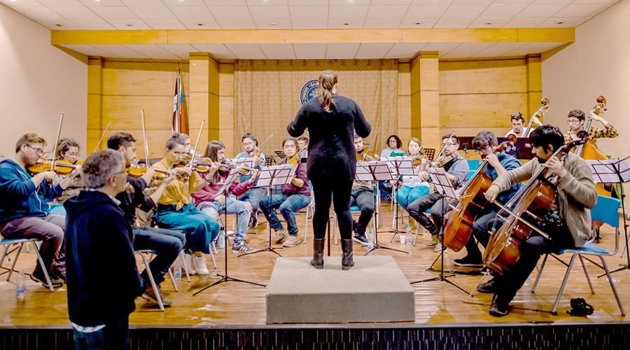 Maestro-Rodolfo-Fischer-inicio-curso-de-Direccion-Orquestal-en-USS-Concepcion-3