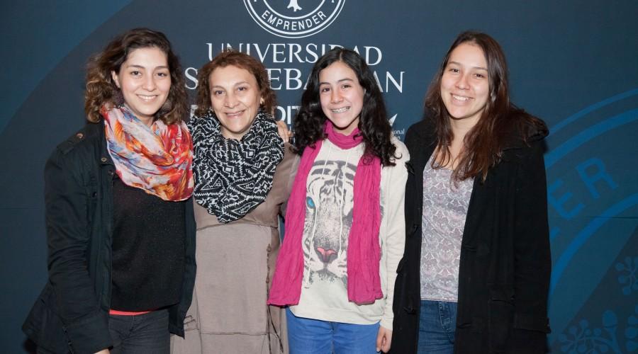 Patricia Lagos, María Ester Peña, Flavia Lagos, Valentina Lagos. (3)