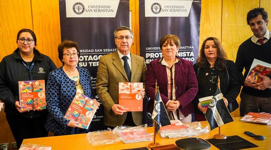 Entregan textos de referencia para docentes de la Sede De la Patagonia