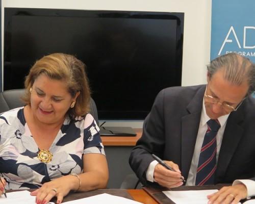 Ambas autoridades se mostraron satisfechas de establecer esta alianza vinculante con miras a la formación de profesionales en el área del Trabajo Social.