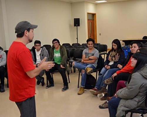 Estudiantes USS Valdivia aprenden risoterapia para la sana convivencia