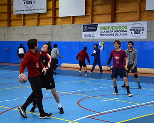 Entrenadora portuguesa enseñó a adaptar el handball a la escuela