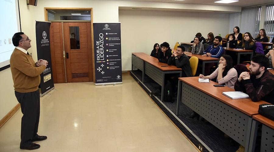 USS Valdivia fortalece habilidades de liderazgo a estudiantes