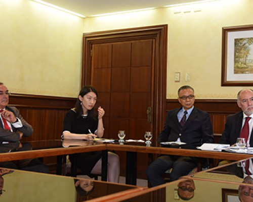Directivo de Ingeniería Comercial participó en mesa de Diálogo con embajador de China