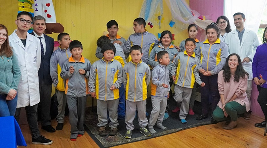 """USS promueve la ciencia entre niños de la Escuela Rural """"Mario Pérez"""" de Frutillar"""