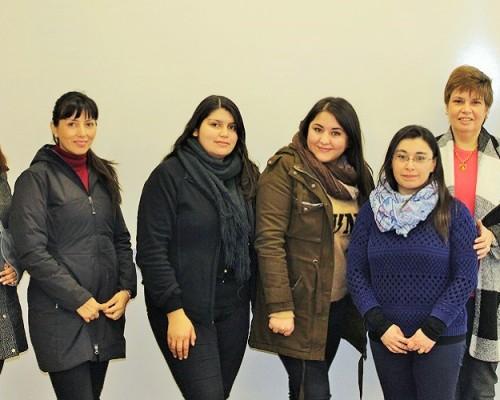 Alumnas de la versión 2018 del Diplomado en Gestión Farmacéutica en Atención Primaria de Salud, junto a la directora del programa, Marcela Pezzani.