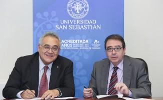 Los rectores de ambas universidades firmaron un convenio de colaboración.