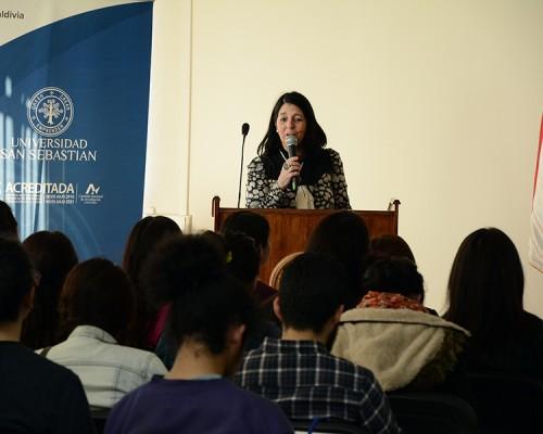 La directora Técnica de la Fundación Educacional Arauco de Los Ríos, Alejandra Torretti, guió la actividad.