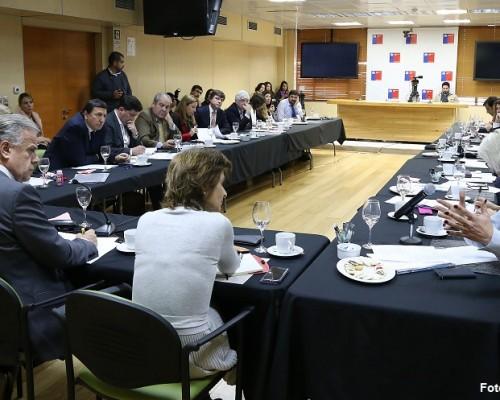 Mesa de trabajo para Acuerdo Nacional por una Salud Digna y Oportuna  está compuesta por senadores, diputados, alcaldes y académicos.