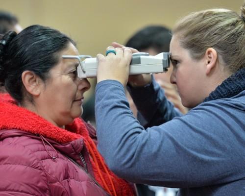 Estudiantes participaron en operativo oftalmológico internacional en Lota