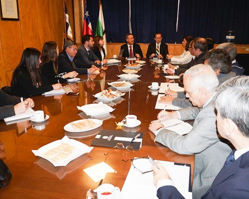 U. San Sebastián y Camanchaca definen tareas tras firma de convenio