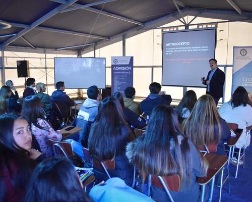 Iniciativa buscó entregar herramientas a los estudiantes de Enseñanza Media de la zona.