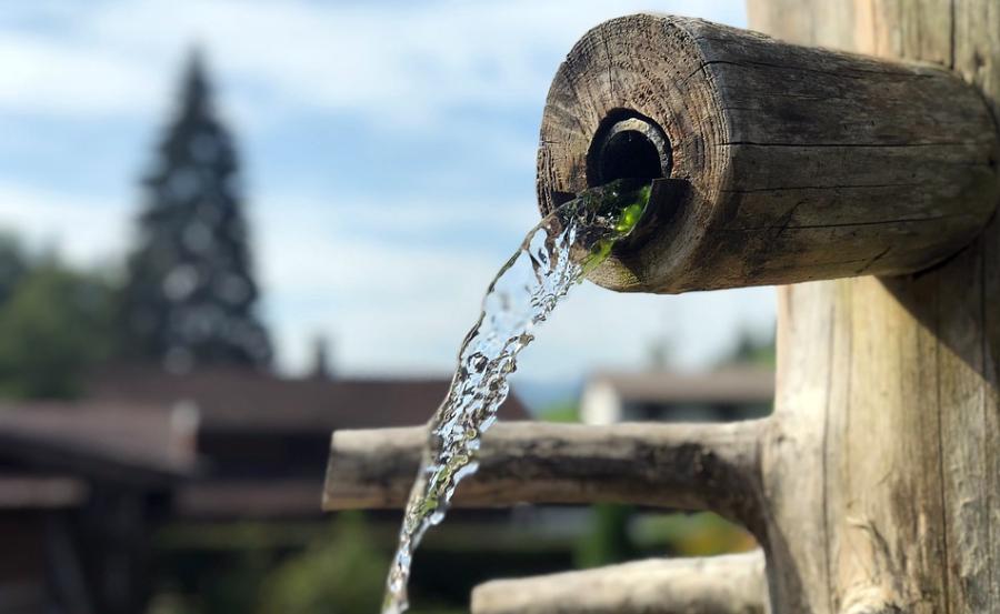 Académica expuso sobre agua, Constitución y vida cotidiana