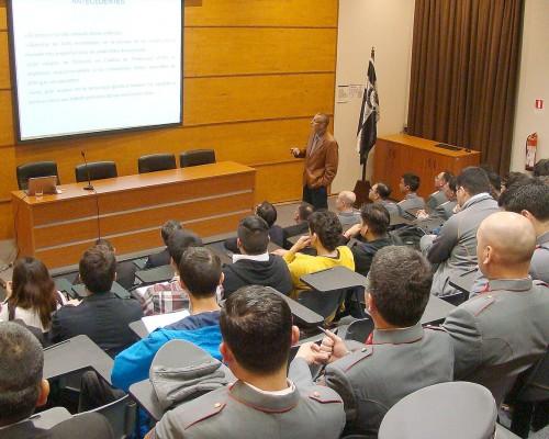 El doctor Marcelo Bustamante inició las presentaciones.